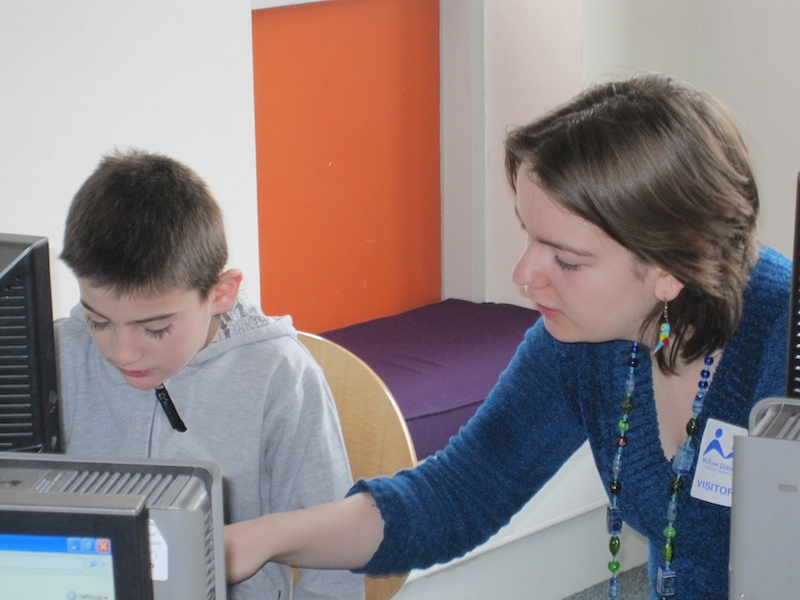 STIMULUS student volunteer helping primary school pupil